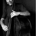 """Dave Holland - """"Um Contrabaixista Nas Alturas"""" (concerto / jazz / antevisão)"""